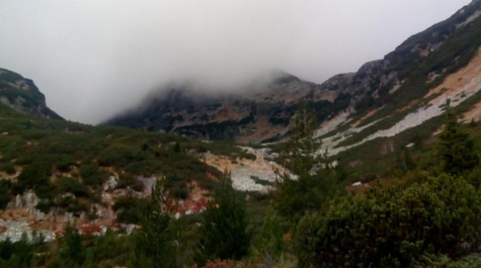 Тежка акция на планинските спасители: Трети ден издирват изгубена жена в...