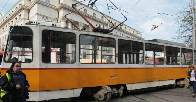 Сигнал за верижна катастрофа между три трамвайни мотриси в района