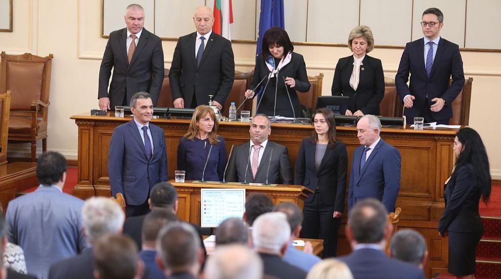 Рокади в парламента след местните избори: Петима нови депутати положиха...