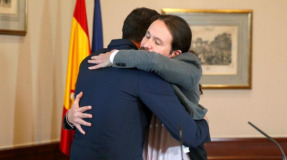 Испанските социалисти и крайнолевите си стиснаха ръцете за...