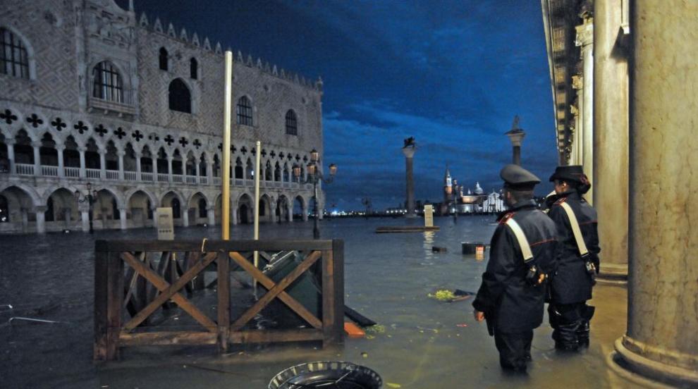 Венеция е под вода (СНИМКИ)