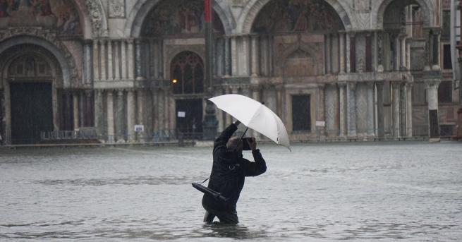 Свят Климатичните промени или корупцията потопиха Венеция Кметът на града