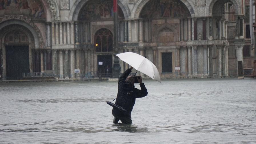 Климатичните промени или корупцията потопиха Венеция
