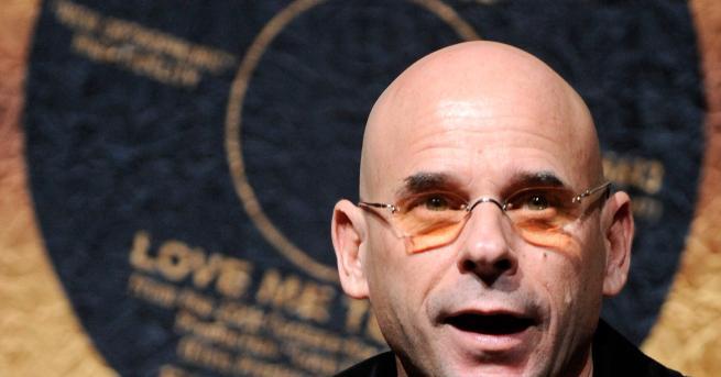 Свят Арестуваха основателя на Cirque du Soleil за отглеждане на