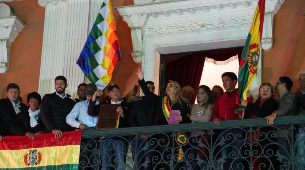Опозиционна сенаторка се обяви за президент на Боливия (СНИМКИ)