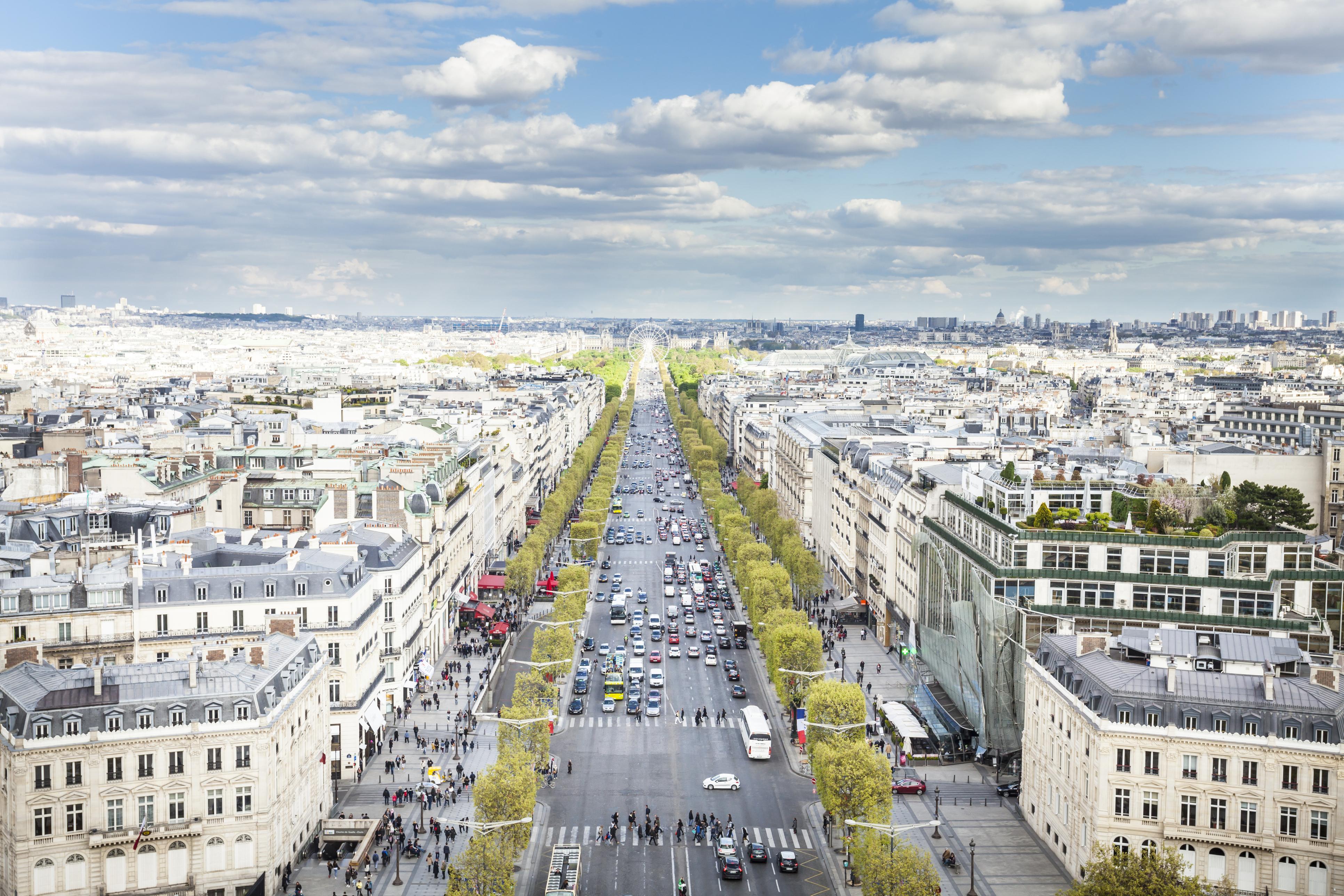 <p>Следват я Avenue des Champs Elysees в Париж с 1166 евро/кв. м и Via Montenapoleone в Милано с 1142 евро/кв. м.</p>