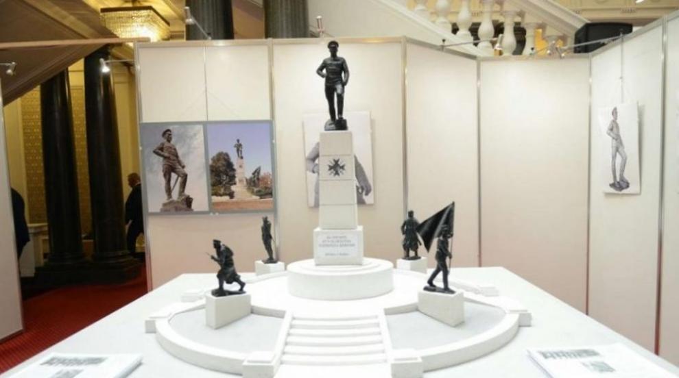 Каракачанов: Паметникът гледа към земите, за които е воювал Вазов