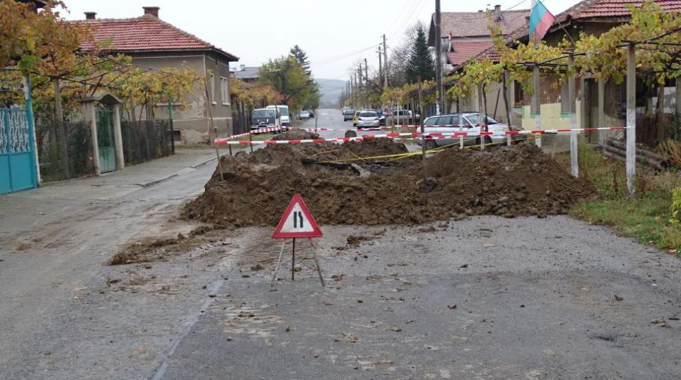 Мъж загина, затрупан в изкоп при отстраняване на авария във ВиК-мрежата...