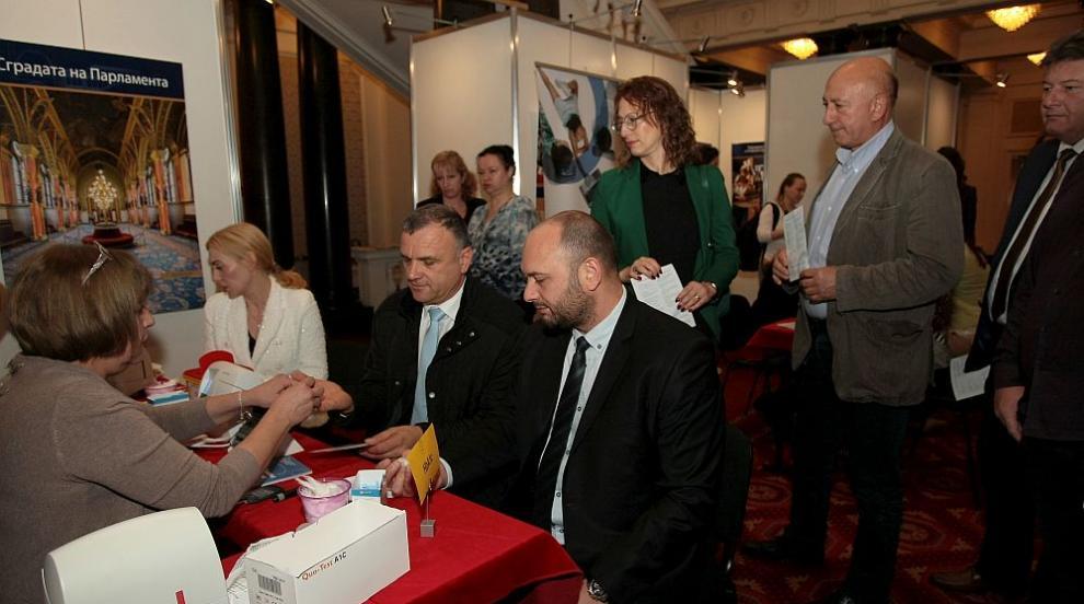 В Световния ден за борба с диабета - мерят кръвната захар на депутатите в...