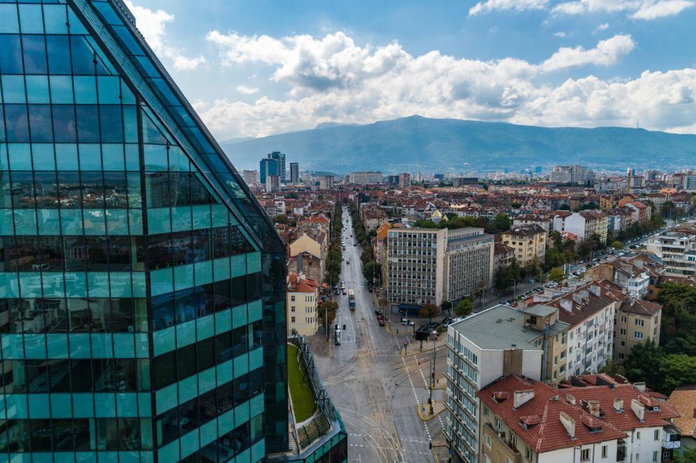 Колко заплати са нужни, за да си купим имот в София