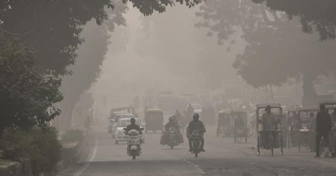 Училищата в индийската столица остават затворени заради стелещия се за