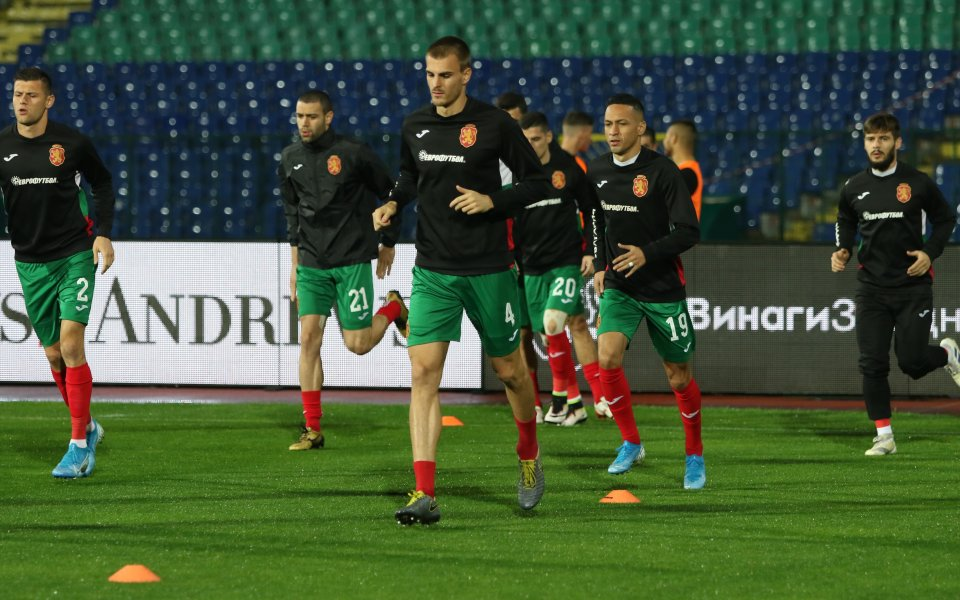 На Националния стадион Васил Левски има доста малко зрители, който