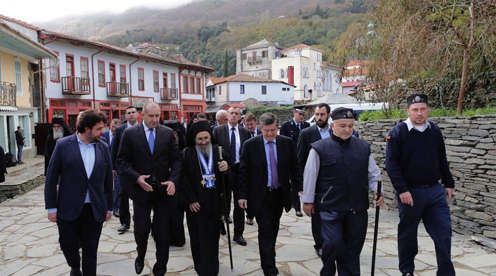 """Радев в света гора за празника на българския храм """"Св. Великомъченик..."""