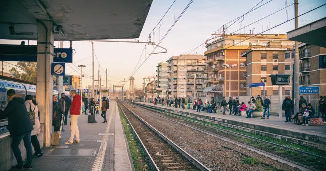 Свят Българка бутна жена на релсите на гара в Рим