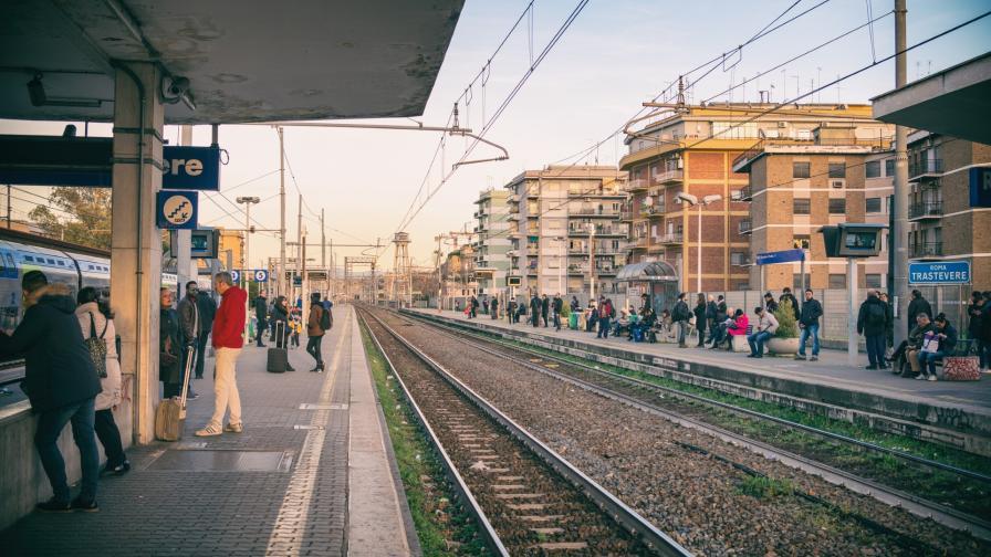 Българка бутна жена на релсите на гара в Рим