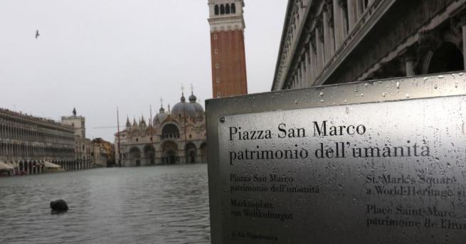 Щетите от наводнението във Венеция възлизат на около един милиард