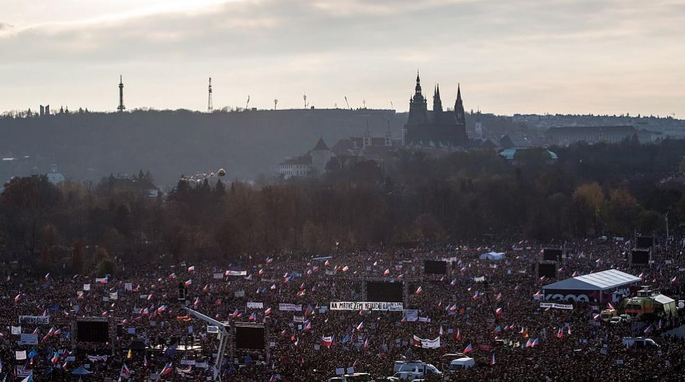 Над 200 000 души протестират в Прага срещу премиера Бабиш (СНИМКИ)