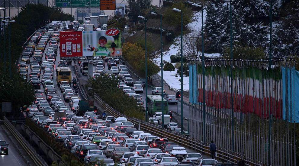 Размирици в Иран: Протестиращи бетонираха магистрала заради цените на...