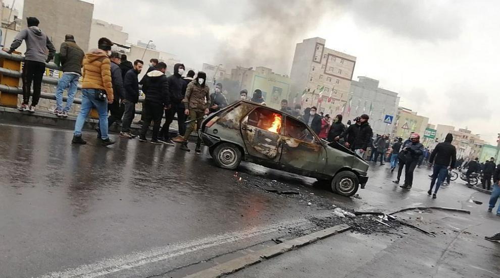 Кървави протести в Иран: Най-малко 143 убити