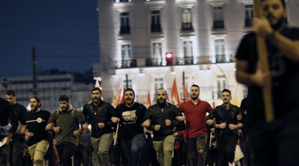 Безредици в Атина: 28 арестувани, анархисти и сълзотворен газ по улиците...