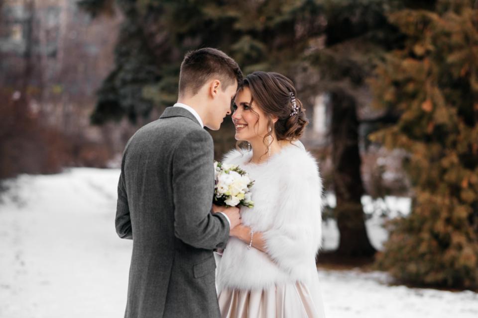 сватба зима булка любов двойка