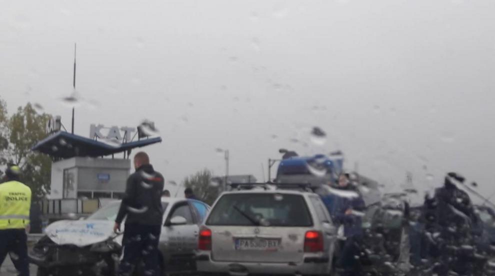 Катастрофа с три коли между между Варвара и Септември (СНИМКИ)