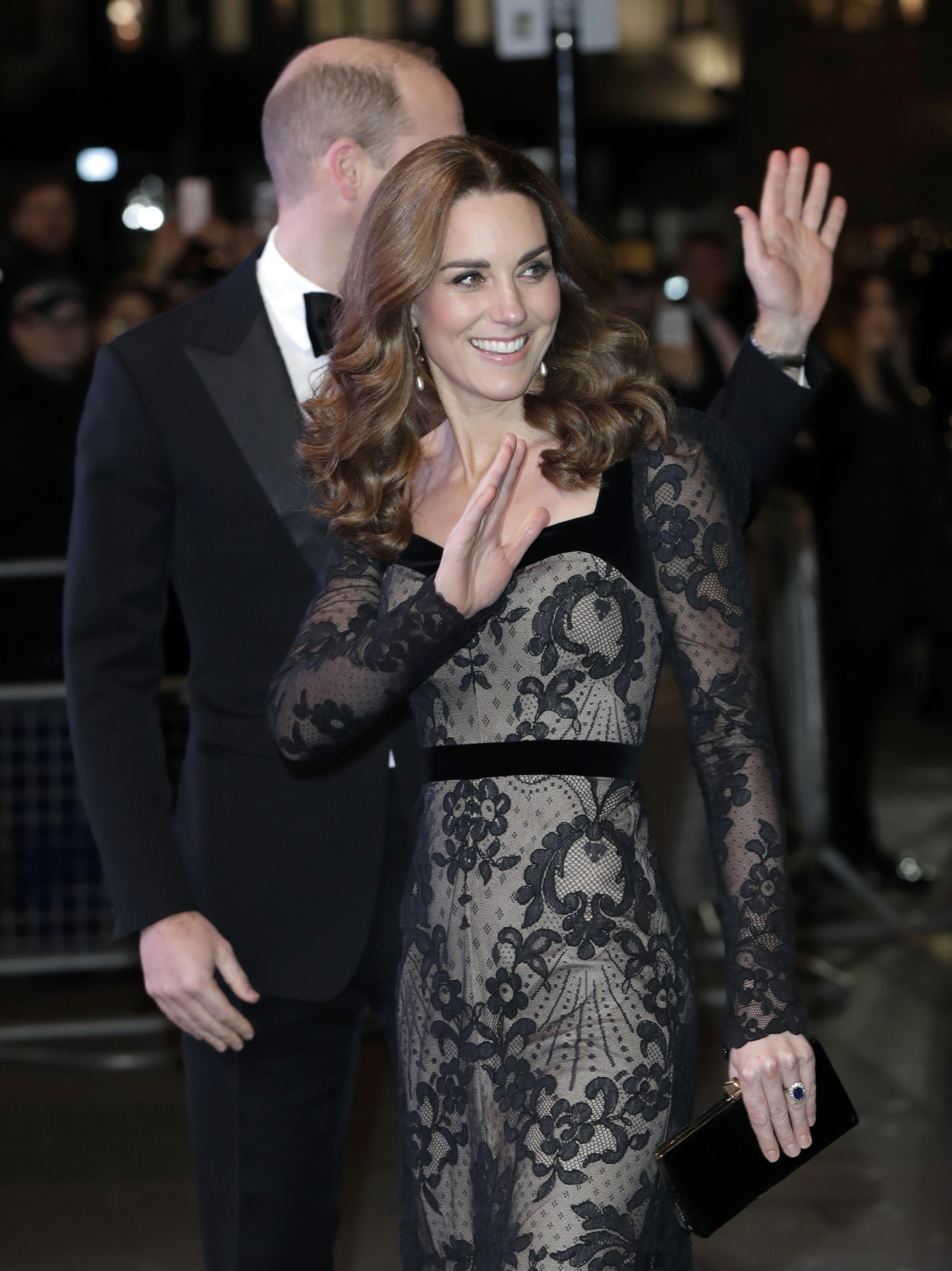 <p>Всяка година кралските особи уважават благотворителното събитие. Миналата година честта бе на новата херцогиня Маркъл и принц Хари. Тогава бившата американска актриса бе бременна с Арчи - първото дете на двойката.</p>