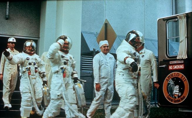 """""""Аполо 12"""" – да стигнеш до Луната след два удара от мълния"""