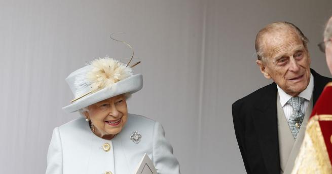 Наскоро бяха разпространени слухове, че кралица Елизабет II се оттегля
