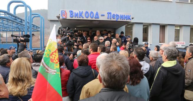 България Уволниха директора на ВиК-Перник По-рано през деня перничани щурмуваха