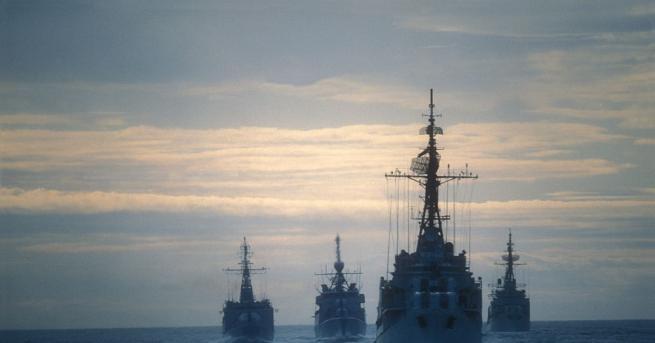 Кораби на военноморските сили на САЩ са преминали два пъти