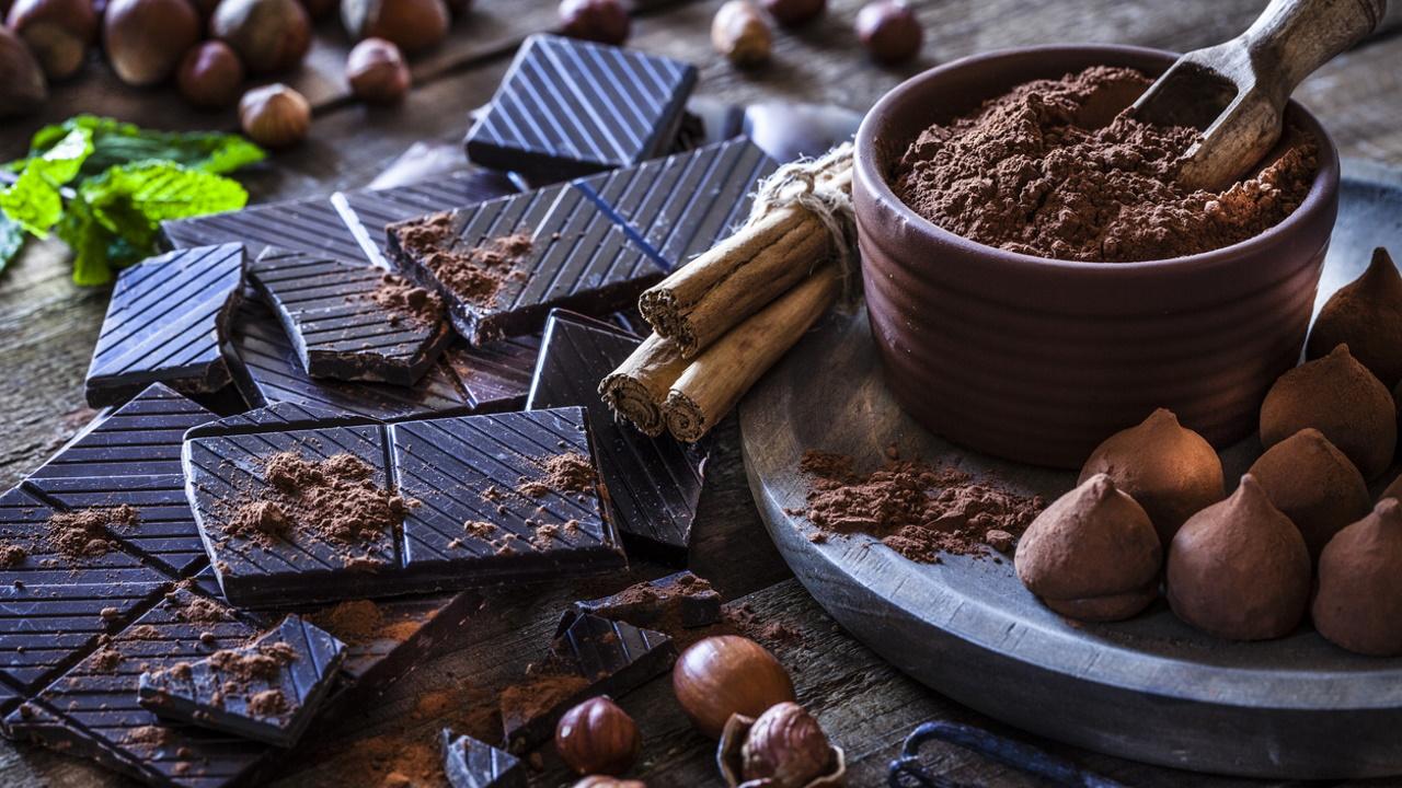 <p><strong>5. В кой град през 1657 г. отваря врати първият европейски магазин за шоколад?</strong></p>  <p>Б) Лондон&nbsp;<br /> &nbsp;</p>