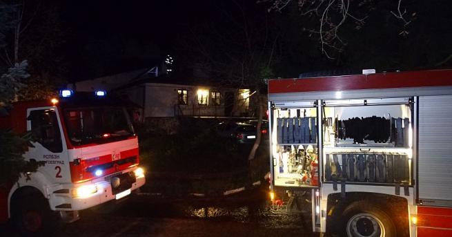 Снимка: Комин на ресторант се запали в Благоевград, клиентите се евакуираха