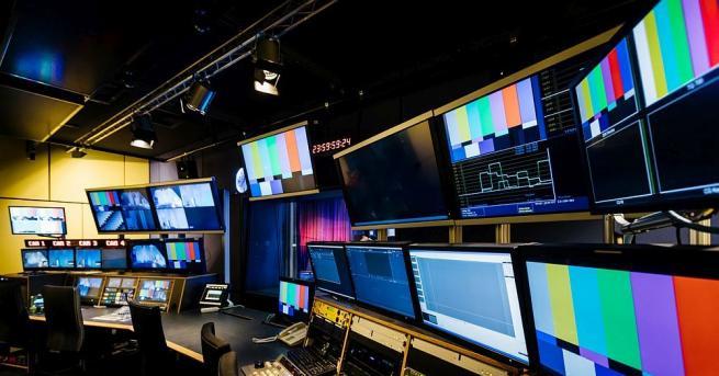 Първата българска телевизия в Латинска Америка започва излъчване от Аржентина.