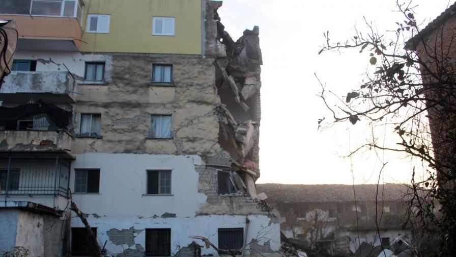 <p>Ново земетресение в Албания, близка на премиера е загинала</p>