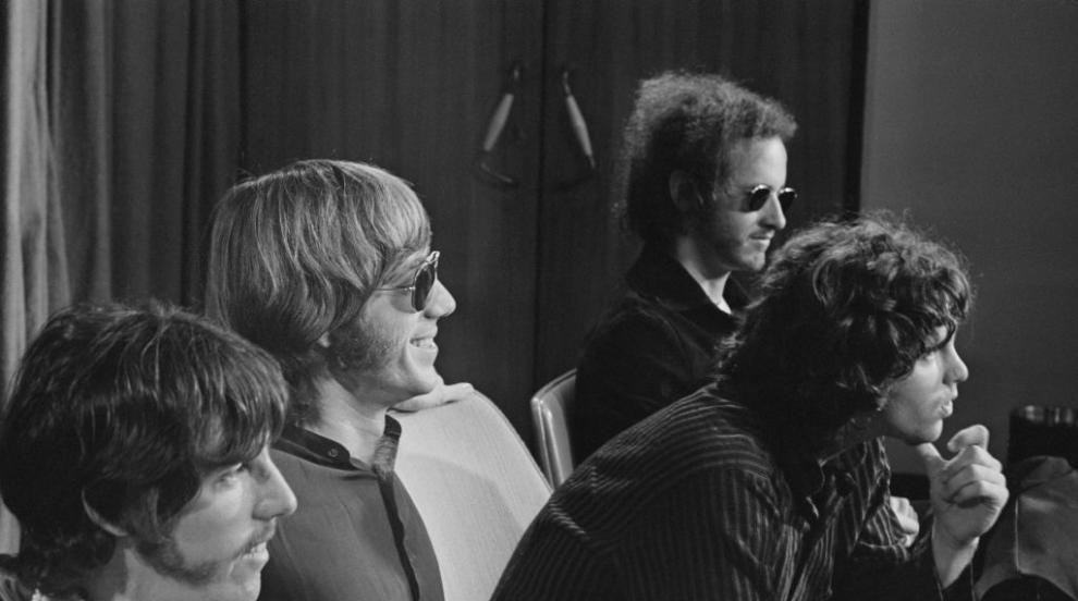 Почина басистът на The Doors