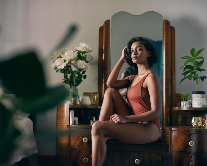 <p>Генералният проблем в случая не е самото симулиране на оргазъм, а фактът, че жените все повече се опитват да се дистанцират от телата си и сексуалните си желания. Предпочитаме да се правим, че се&nbsp;забавляваме, пред това, да разберем кой е нашият личен източник на забавление.</p>