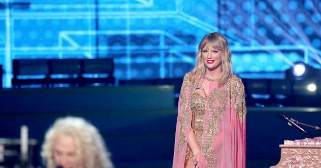 """Изненадващо осмият албум """"Folklore"""" на Тейлър Суифт счупи няколко рекорда"""