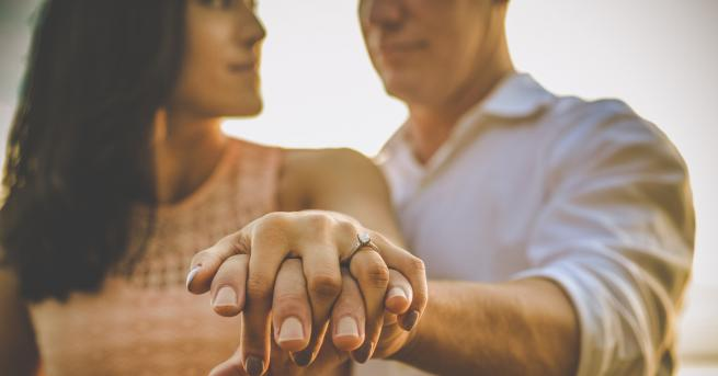 Италианският депутат Флавио Ди Муро направи предложение за брак по