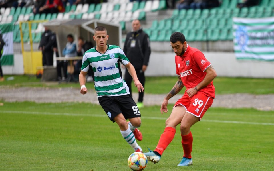 Талант на Черно море заменя Дани Кики в групата срещу Левски