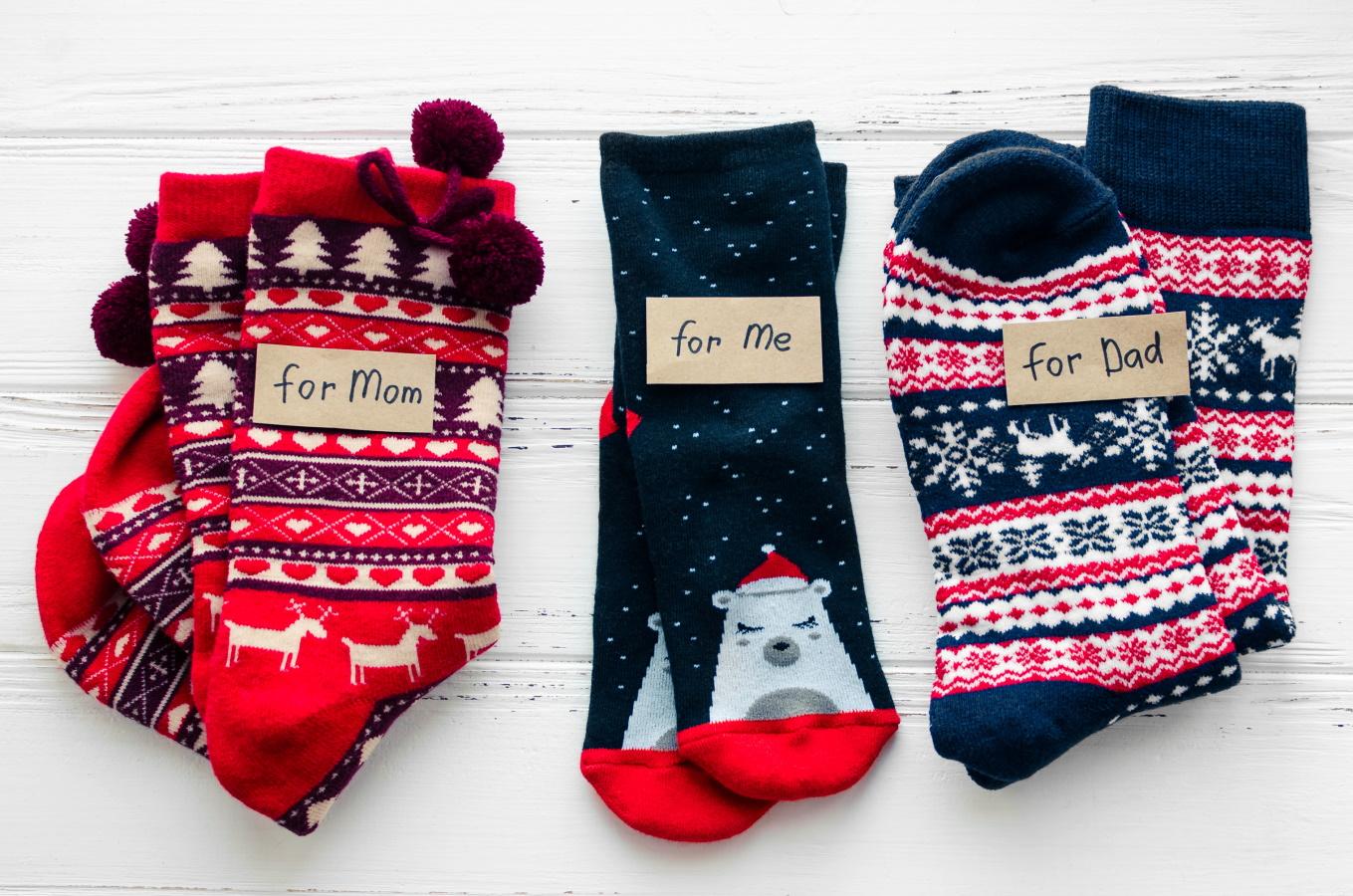 <p>Коледни чорапки</p>  <p>Няма нищо по-приятно от коледен дух по Коледа. Чорапите с коледни мотиви определено допринасят за това, а като допълнение се грижат да ни е топло у дома. А какво по-хубаво от чифт коледни чорапи и за вас.</p>