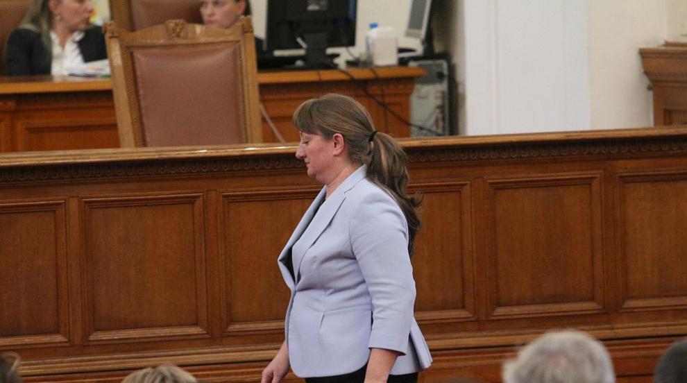 Сачева стана социален министър на ръба, 5 гласа я пратиха в МС