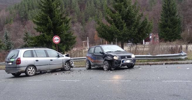 Снимка: Катастрофа между две коли край Разлог, няма ранени