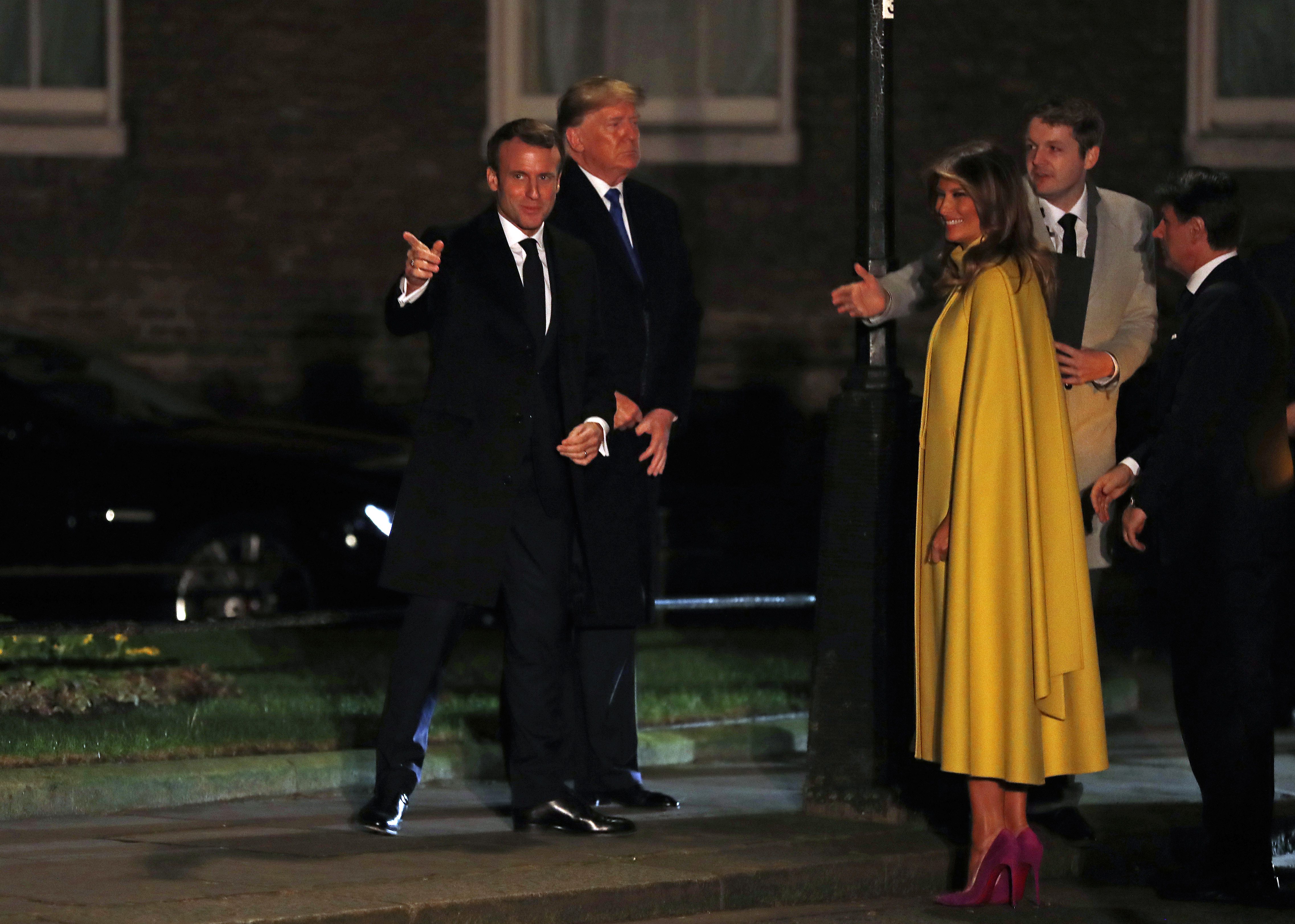 <p>Президентът на Франция - Еманюел Макрон, заедно с Доналд Тръмп и Мелания Тръмп</p>