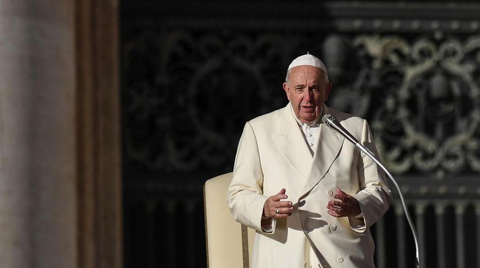 Папата прие оставката на френски кардинал, прикрил...