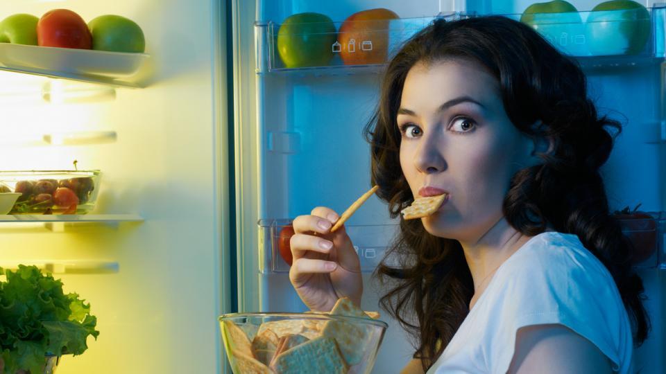 жена храна хладилник