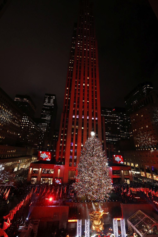 Запалването на светлините на коледното дърво пред Rockefeller Center