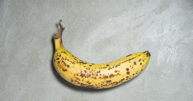 Любопитно Изкуство: банан, залепен с тиксо, струва 120 000 долара