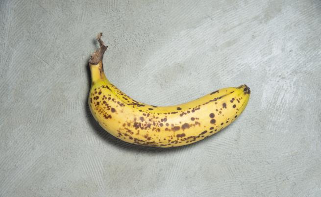 Изкуство: банан, залепен с тиксо, струва 120 000 долара