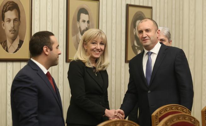 Румен Радев се срещна с министрите на околната средаи водитв Нено Димов, на икономиката Емил Караниколов, на РРБ Петя Аврамова, и др. във връзка с кризата във водния сектор.